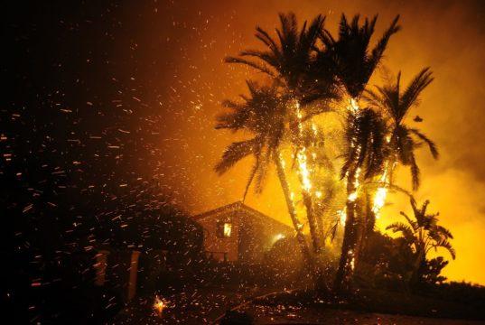 Incendios en California consumen miles de hectáreas y arrasan zonas residenciales