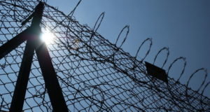 Prisioneros toman como rehenes a guardias en una cárcel de Rio de Janeiro