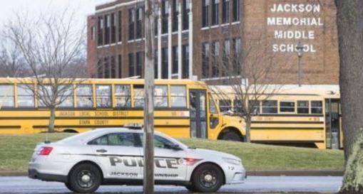 Adolescente se dispara en una escuela de Ohio
