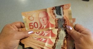 Ingreso básico garantizado para los canadienses costaría $ 43 mil millones al año