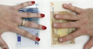 Brecha salarial de género: mujeres canadienses ganan casi $16,000 menos al año