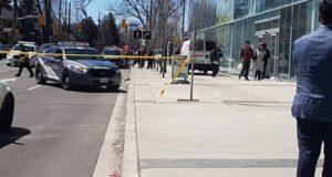 Una camioneta arrolló a varios peatones en Toronto