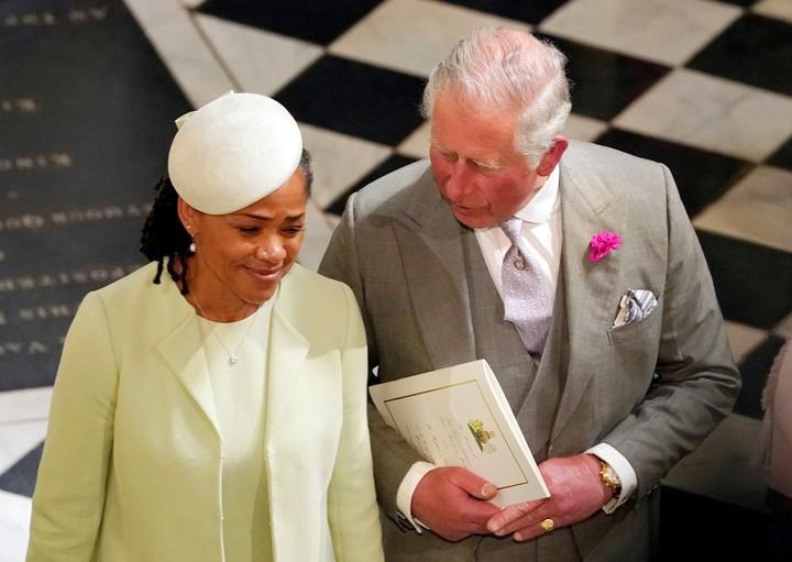 Principe Carlos junto a la madre de Meghan