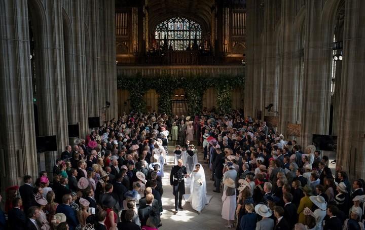 Los nuevos esposos salen de la capilla