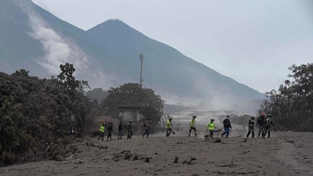 Funcionarios de Guatemala admiten que la alerta del volcán se envió demasiado tarde