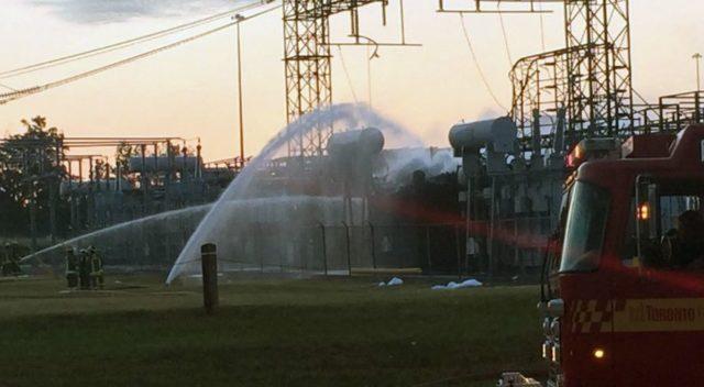 Incendio en estación hidroeléctrica provoca explosiones y deja a miles sin electricidad en Toronto