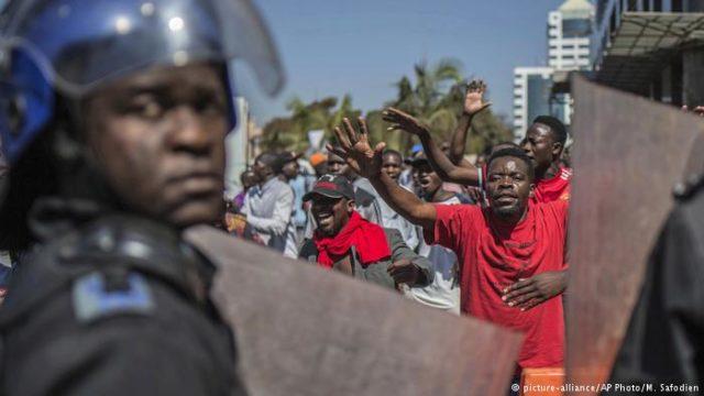 Violentos enfrentamientos en Zimbabwe por retrasos en los resultados de las elecciones