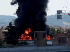 Una explosión que destruyó parte de una autopista en Italia deja dos muertos y 70 heridos