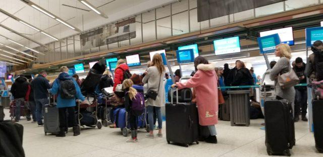 Bajas temperaturas obligan a cancelar vuelos en varios aeropuertos del país