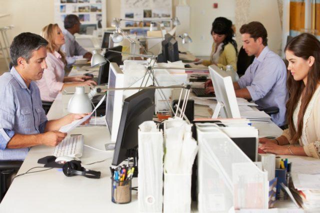 Administración, salud y ciencia son las áreas con más vacantes de empleo según Statistics Canada