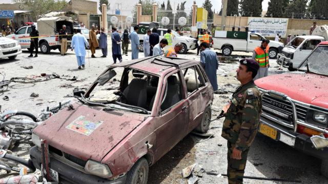 Atentado suicida con bomba deja a 31 personas muertas durante elecciones en Pakistán
