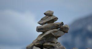 Funcionarios del parque Jasper piden al público no construir inukshuks en las montañas