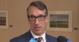 Edmonton podría establecer un límite de cuatro bolsas de basura para 2020