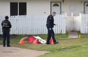 Detectives de homicidio investigan muerte sospechosa en Rundle Heights