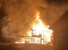 Bomberos de Edmonton empiezan la semana combatiendo dos incendios graves en la ciudad