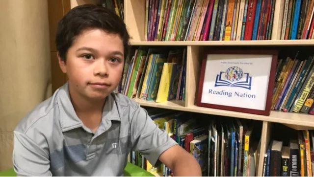 Adolescente de 13 años reunió 3,000 libros para donar al campamento de alfabetización indígena de verano