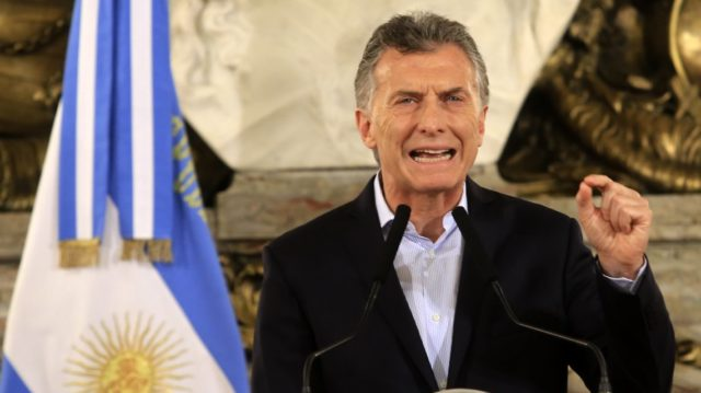 Argentina reducirá ministerios e introducirá nuevos impuestos a las exportaciones en medio de crisis económica