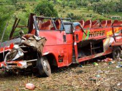 50 muertos en Kenia después de que un autobús rodara por una pendiente
