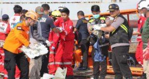 Avión desaparecido se estrelló en el mar de Indonesia con más de 180 pasajeros