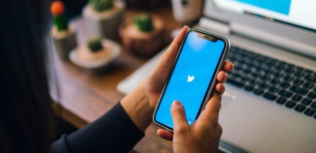 Sancionan a empleados de Huawei por twitter desde un iPhone