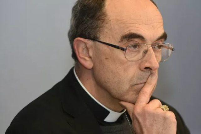 Cardenal francés en juicio por no denunciar agresiones sexuales contra menores