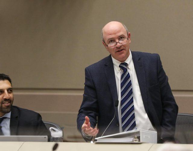 Concejal de Calgary asegura que los productores deberían pagar un mayor costo de reciclaje que los ciudadanos