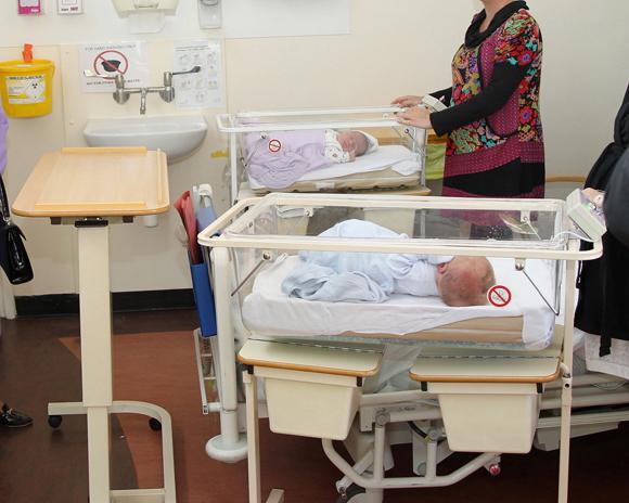 Una mujer dio a luz mientras estaba en estado vegetativo. Policía investiga posible abuso sexual
