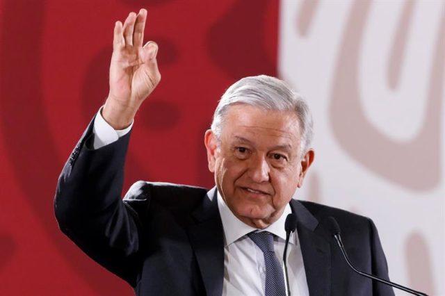 "López Obrador anuncia plan para ""rescatar"" a Pemex"