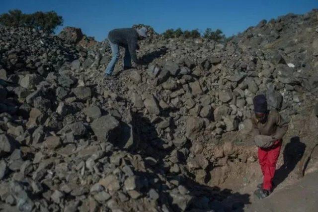 Detienen operación de rescate para hallar las personas atrapadas en una mina de Sudáfrica