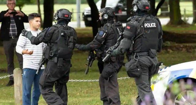 Tiroteo en Nueva Zelanda: un hombre australiano ha sido acusado de la masacre de al menos 49 personas en una mezquita