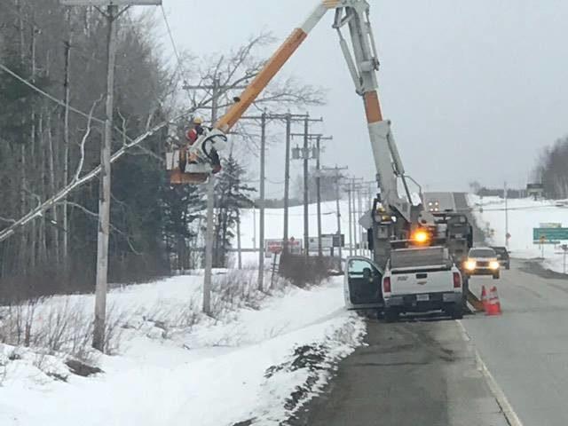 Más de 310,000 hogares sin electricidad en Quebec