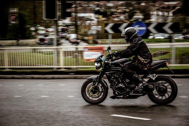 Mes de la Concientización sobre la Seguridad con Motocicletas: Ministro McIver