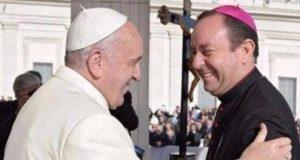 Obispo argentino enfrenta juicio por abuso en el Vaticano