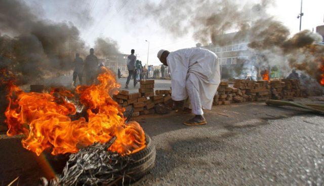 30 personas murieron luego de que fuerzas de seguridad irrumpieran en un campamento de protesta en Sudán