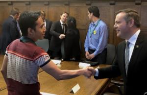Asegurando un trato justo para los inmigrantes
