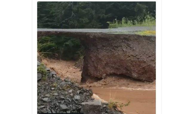 Colapsa una sección de la carretera en Antigonish, Nueva Escocia (+video)
